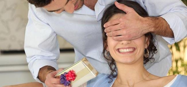 انجام دادن کارهای خوشحال کننده از راه های جذب همسر - قلقلی خان