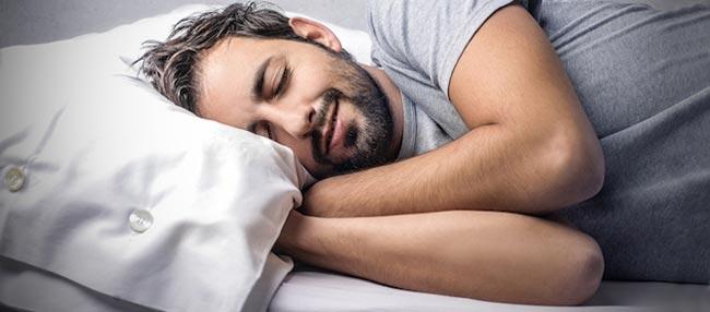 داشتن خواب عمیق از مزایای برهنه خوابیدن زوجین - قلقلی خان