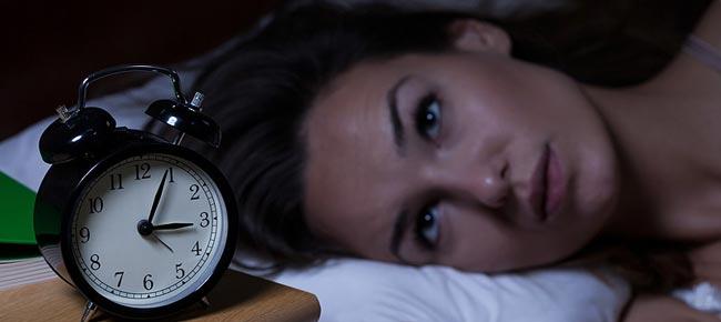 کاهش بی خوابی از مزایای برهنه خوابیدن زن شوهر - قلقلی خان